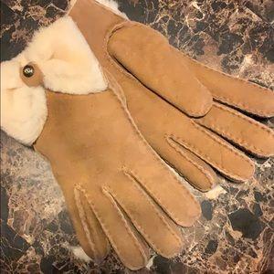 UGG ~ Shearling Bow Gloves ~BNWT